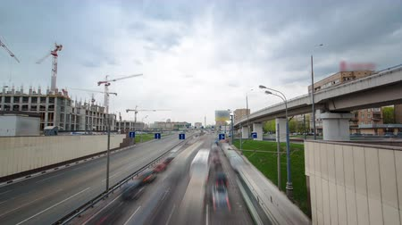 святой : Top view of urban transport traffic on Begovaya street with overpass to Leningradskoye Highway timelapse hyperlapse. Leningradskoye Highway is a part of M10 federal highway Moscow to Saint Petersburg inside Moscow Стоковые видеозаписи