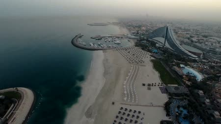 эмираты : Jumeirah Beach near Burj Al Arab hotel in Dubai, UAE. Helicopter view Стоковые видеозаписи