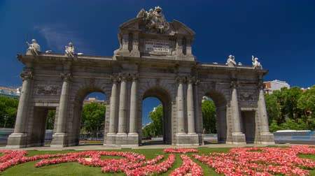 plaza independencia : The Puerta de Alcala timelapse hyperlapse is a Neo-classical monument in the Plaza de la Independencia in Madrid, Spain. Stock Footage