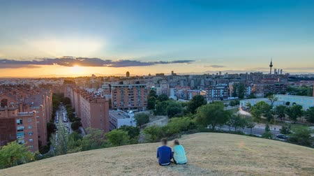 pio : Panoramic sunset timelapse View of Madrid, Spain. Photo taken from the hills of Tio Pio Park, Vallecas-Neighborhood. Vídeos