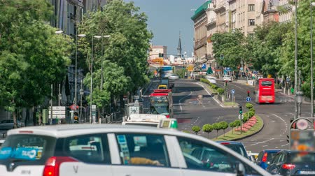 madryt : View Gran Via traffic timelapse, one of the main streets and most famous landmarks of the city in Madrid, Spain