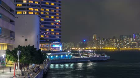 junção : Avenue of Stars in Hong Kong at night timelapse. It honours celebrities of the Hong Kong film industry.