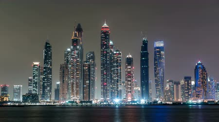 birleşik arap emirlikleri : Dubai Marina skyline night timelapse as seen from Palm Jumeirah in Dubai, UAE.