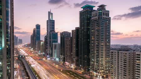эмираты : Downtown Dubai towers day to night timelapse. Aerial view of Sheikh Zayed road with skyscrapers after sunset.