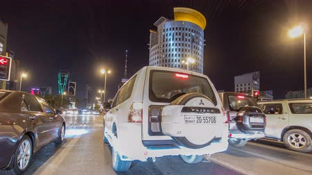 řídit : Drive through the traffic in the city highway timelapse hyperlapse in Kuwait. Kuwait, Middle East