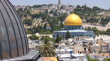 východní : Panorama overlooking the Old city of Jerusalem timelapse, Israel, including the Dome of the Rock