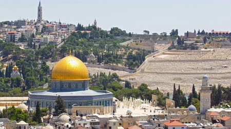 купол : Panorama overlooking the Old city of Jerusalem timelapse, Israel, including the Dome of the Rock
