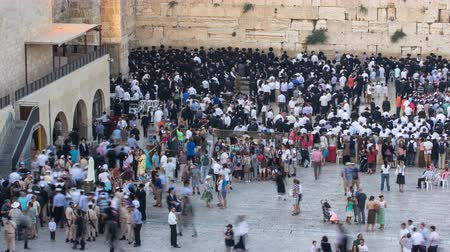 zsidó : Religious Jews sunset prayer service at the Western Wall, Israel timelapse Stock mozgókép