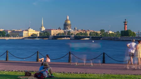 navale : Timelapse view of the Admiralty, St. Isaacs Cathedral, the arrow with Rostral columns and Naval Museum from Rabbit island and the Neva river