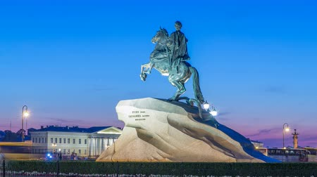 dourado : Peter the Great monument Bronze Horseman on the Senate Square night timelapse hyperlapse. ST PETERSBURG, RUSSIA