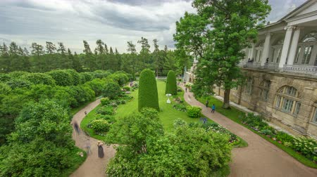 biust : Antique gallery with sculptures and garden in the Catherine park timelapse, Saint-Petersburg.