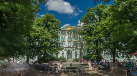 barok : Fountain in front of the western facade of the Winter Palace timelapse hyperlapse. ST.PETERSBURG, RUSSIA