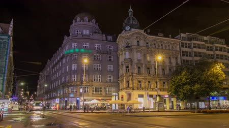 genel bakış : Wenceslas Square in Prague at night timelapse hyperlapse, dusk time. Stok Video