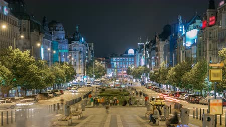 prag : Wenceslas Square in Prague at night timelapse, dusk time, top view. Stok Video