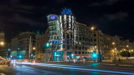 idari : Metropolises Prague at night timelapse hyperlapse in the twilight, modern architecture, Dancing house, Czech republic.