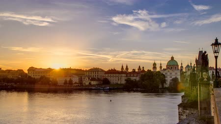 estatuária : View from Charles Bridge in Prague during the sunrise timelapse, Bohemia, Czech Republic.