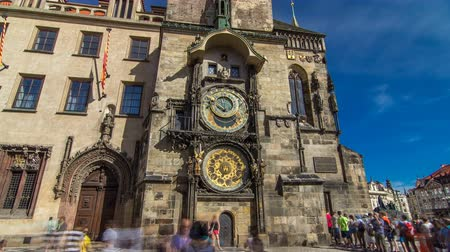 tarcza zegara : Prague Astronomical Clock timelapse hyperlapse in the Old Town Square, Prague, Czech Republic