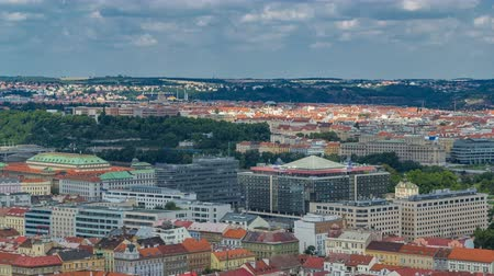 prag : Panoramic view of Prague timelapse from the top of the Vitkov Memorial, Czech Republic