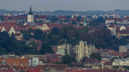 romanico : Church of St. Mark timelapse hyperlapse and parliament building with red roofs Zagreb, Croatia. Filmati Stock