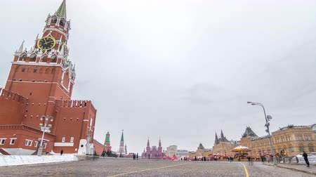 evrensel : Russia, Moscow, Red Square timelapse. Spasskaya Tower and GUM Shopping Center on the back. Stok Video