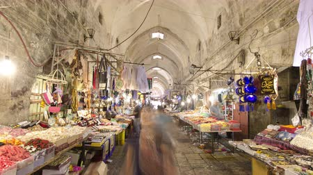 yahudi : The colorful souk in the old city of Jerusalem Israel timelapse hyperlapse