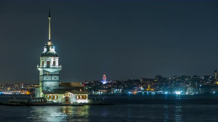mesquita : The Maidens Tower timelapse at blue hour on the Bosphorus in Istanbul, Turkey.