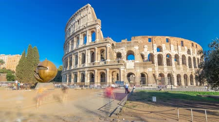 Колизей : The Colosseum or Coliseum timelapse hyperlapse, also known as the Flavian Amphitheatre in Rome, Italy Стоковые видеозаписи