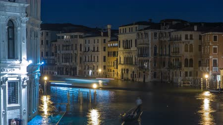 Венеция : Grand Canal in Venice timelapse, Italy at night. Стоковые видеозаписи