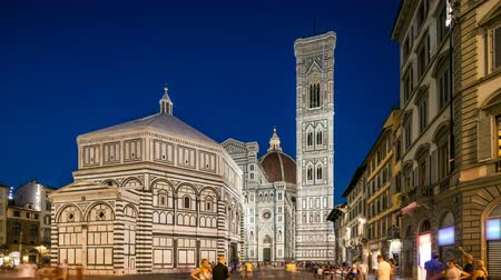 toskana : Basilica di Santa Maria del Fiore and Baptistery San Giovanni in Florence day to night timelapse Stok Video