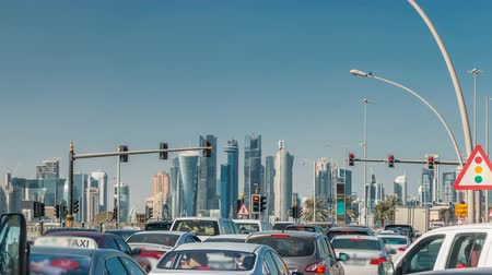 arábie : Doha skyline and traffic jam on the intersection timelapse in Doha, Qatar, Middle East.