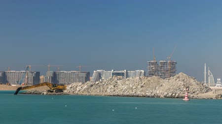 escavador : Excavator building a new part on the Palm Jumeirah timelapse Stock Footage