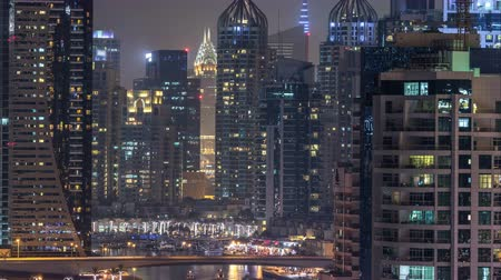 keşif : Water canal on Dubai Marina skyline at night timelapse.