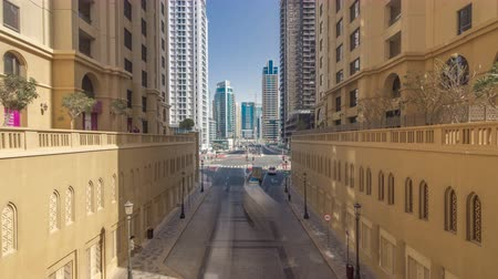 tramwaj : A view of traffic on the street at Jumeirah Beach Residence and Dubai marina timelapse, United Arab Emirates.