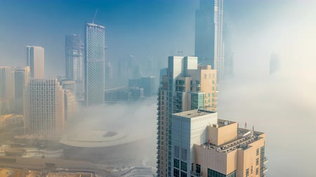 наивысший : Foggy morning in downtown of Dubai timelapse.