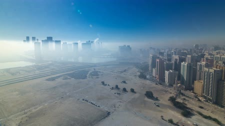 arábie : Skylines under the thick fog at the street timelapse of Abu Dhabi at morning