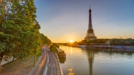 bir hakeim : Eiffel Tower and the Seine river at Sunrise timelapse, Paris, France