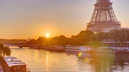 bir hakeim bridge : Eiffel Tower and the Seine river at Sunrise timelapse, Paris, France