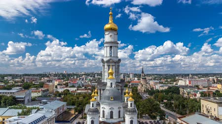 torre sineira : The bell tower of the Assumption Cathedral Uspenskiy Sobor timelapse in Kharkiv, Ukraine Stock Footage
