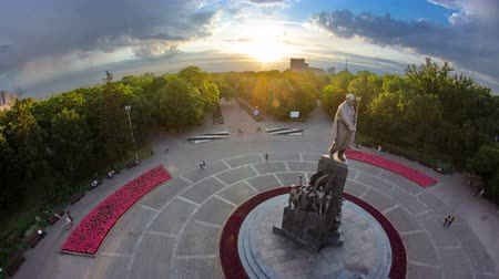 поэт : Taras Shevchenko Monument timelapse in Shevchenko park with his poetic images of fighters for freedom.