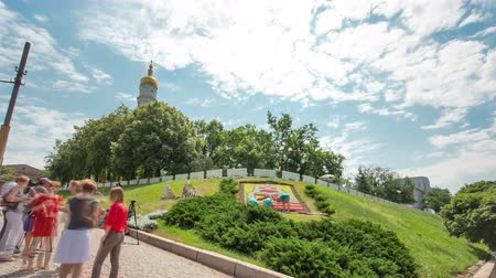 tanımlayıcı : The bell tower of the Assumption Cathedral Uspenskiy Sobor timelapse hyperlapse with flowerbed, Kharkov, Ukraine.