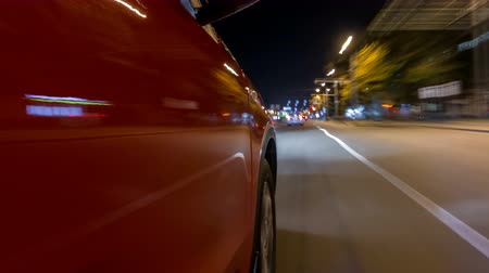 город : Drivelapse from side of car moving on a night avenue in city timelapse hyperlapse