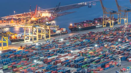eksport : Seaport and loading docks at the port with cranes and multi-colored cargo containers day to night timelapse