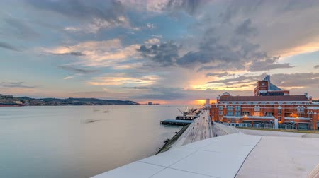 portugese : Elevated sunset view of the Padrao dos Descobrimentos Monument to the Discoveries timelapse famous monument on the banks of the River Tagus in Lisbon Stock Footage