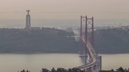 lizbona : Panoramic view during sunrise over Lisbon and Almada from a viewpoint in Monsanto morning timelapse. Wideo