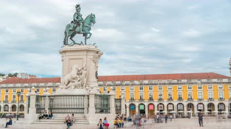 terreiro : Bronze statue of King Jose I at Commerce square timelapse in Lisbon, Portugal. Stock Footage