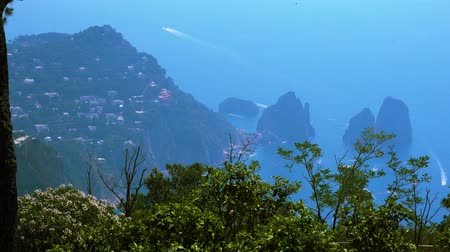 neapol : Famous Faraglioni cliffs and beautiful nature of Capri island in summer, Italy Wideo