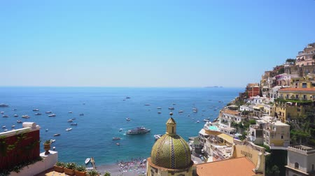 amalfi : Positano harbour - famous old italian resort, Italy Stock Footage