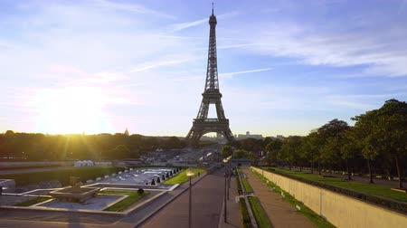Eiffel Tower from Trocadero at sunrise, Paris, France timelaps Стоковые видеозаписи