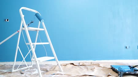 esvoaçantes : home renovation concept - painted wall with ladder during restoration or refurbishment