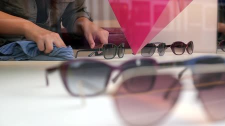 optický : HD 1080p - Shopassistant is cleaning the presentation area for sunglasses in a shop in Zurich.  Dostupné videozáznamy